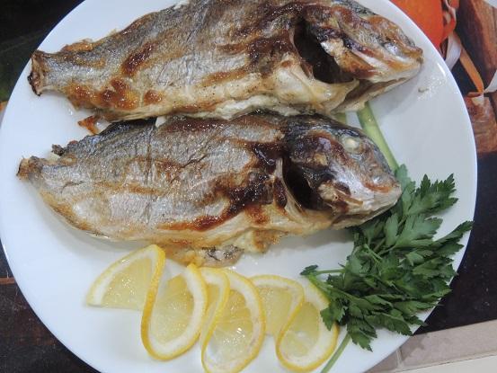 Все будут в полном восторге от этой вкусной рыбы Дорадо запеченное с лимоном и перцем