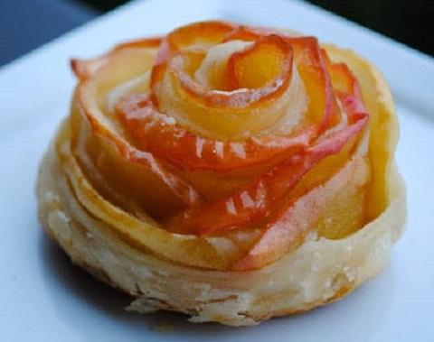 Понадобится всего 3 ингредиента чтобы приготовить потрясающие пирожные яблочные розочки пошаговый рецепт с фото