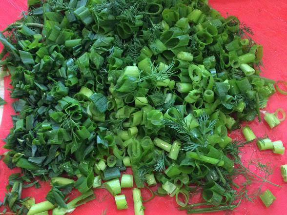 letnij-salat-latuk-s-ovoshhami-i-zelenyu