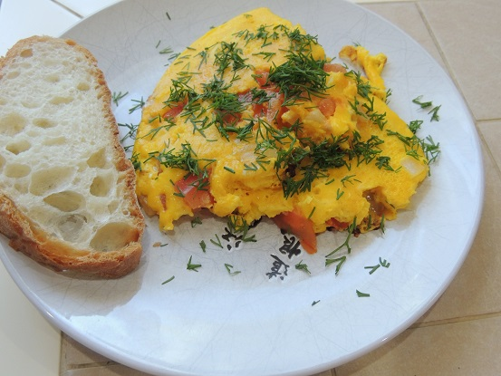 omlet s pomidorami
