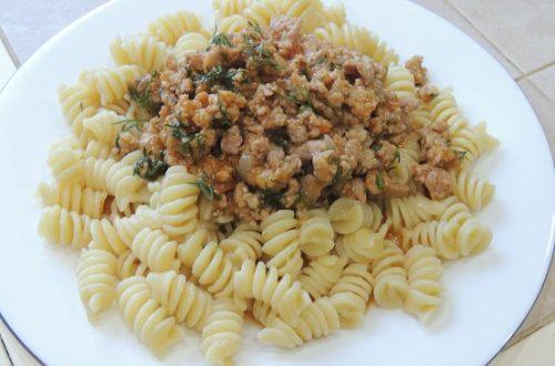 pasta-s-farshem-v-tomatnom-souse