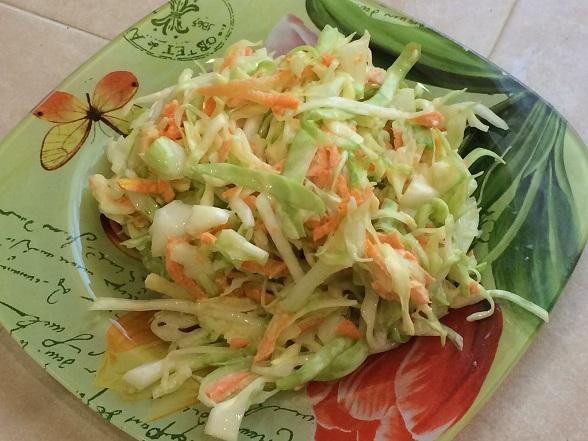 salat-iz-molodoj-kapusty-s-yablokom