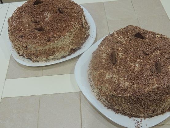 vkusnyj-shokoladno-biskvitnyj-tort-poshagovyj-reczept-s-foto
