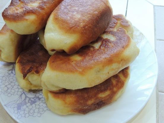 Пышные пирожки жареные с яблоками