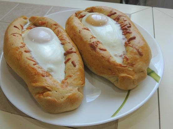 Аджарские хачапури лодочки с яйцом