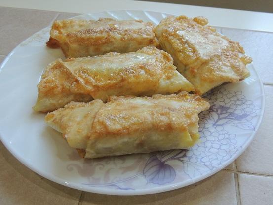 Рулетики из лаваша с фаршем и сыром на сковороде
