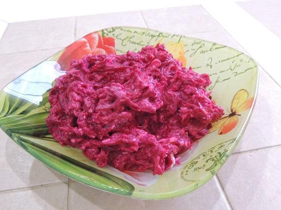 Салат из свеклы и плавленого сыра