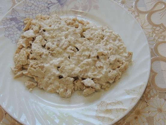 salat-vinogradnaya-grozd-s-kuriczej-i-greczkimi-orehami